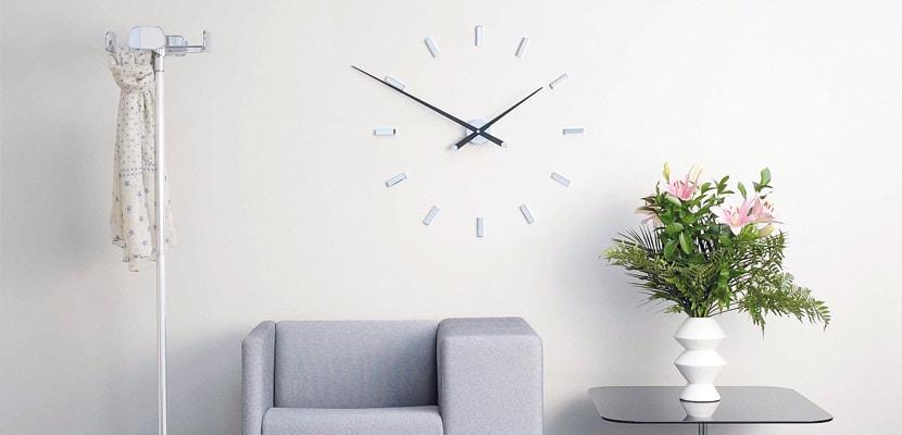 reloj de pared para personalizar tu hogar en estudio ambiente