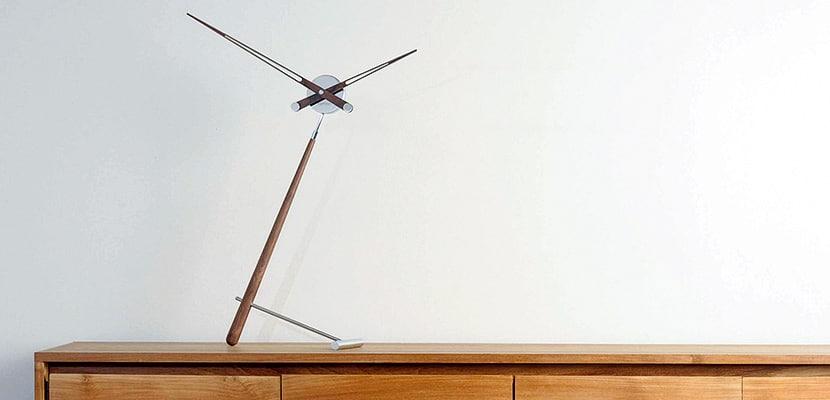 reloj de diseño para decorar tu hogar en estudio ambiente